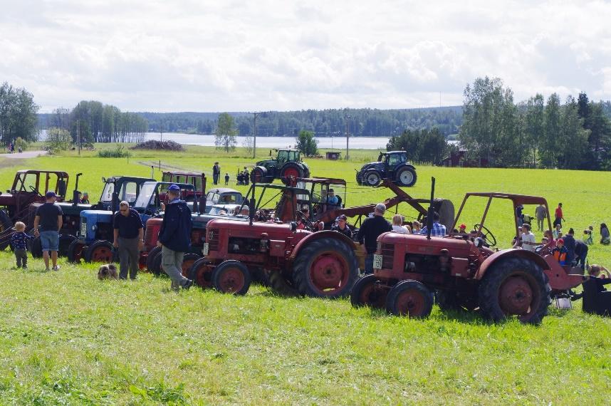 LRF-dag med traktorrace